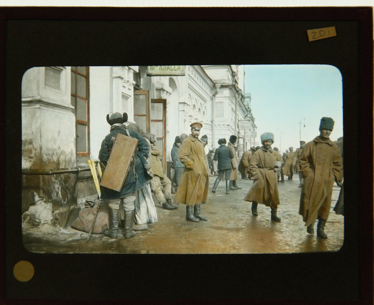 Солдаты на станции Омск
