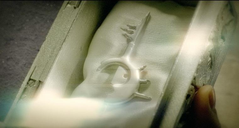 2005 - Зеркальная маска (Дэйв МакКин).jpg