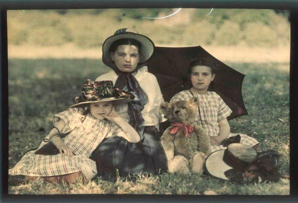 Таня, Вера и Лиза Козаковы. 1910.jpg