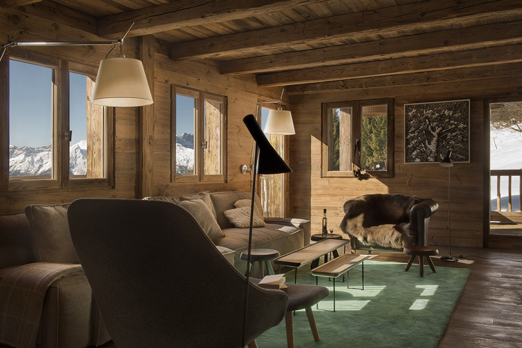 a-rustic-chic-home-in-the-french-alps-4.jpg