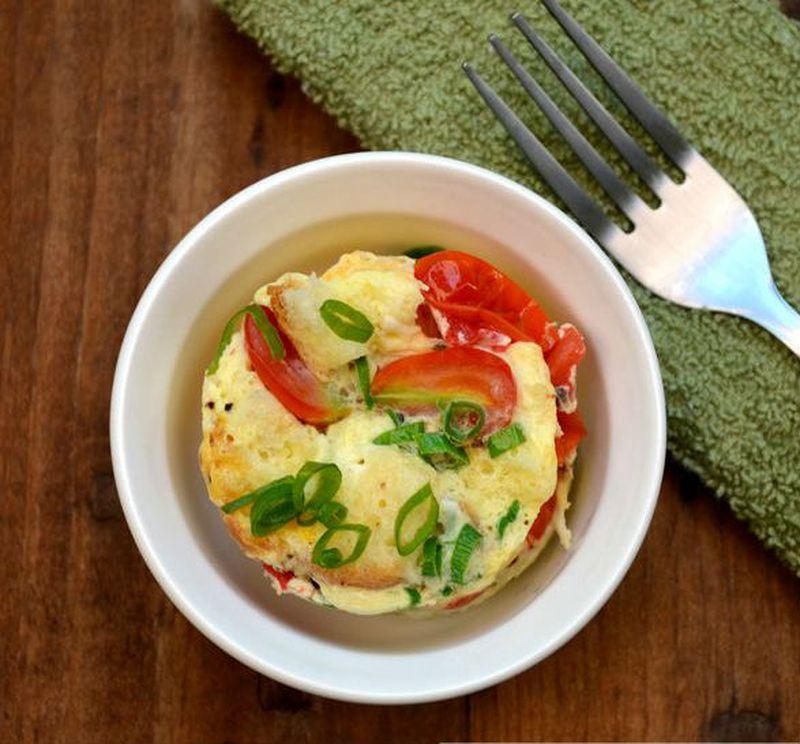 4. Белый омлет с овощами Вам понадобятся: яичные белки (или можно взять 2 яйца с желтком) — 4 шт. на