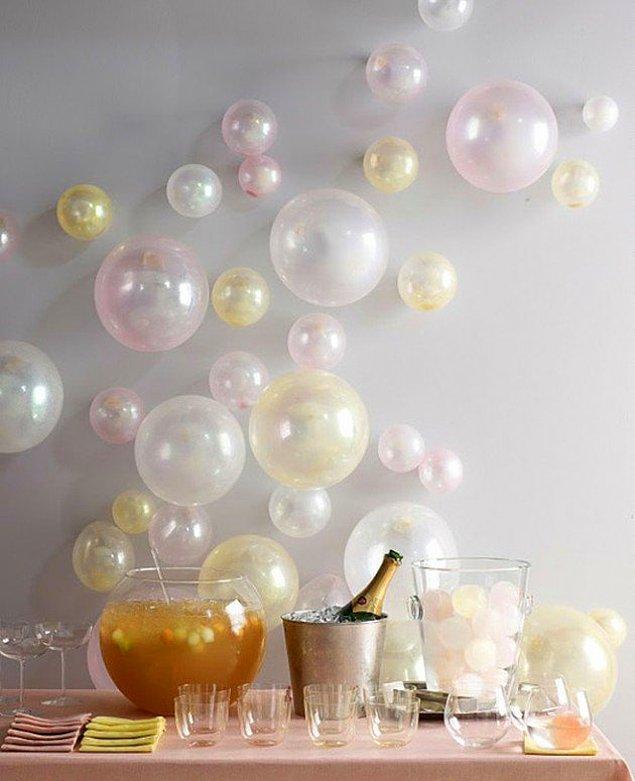 Вместо стикеров можно декорировать стены шарами!