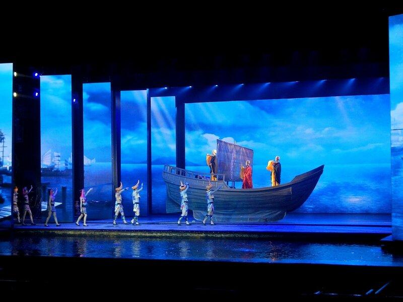 На сцене шоу в Romance park (город Санья, остров Хайнань, Китай)