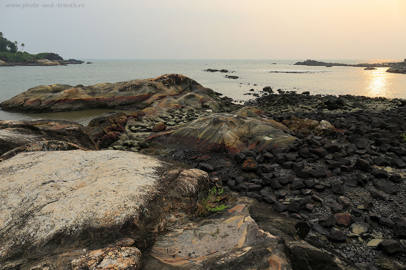 Фото 15. Камни-валуны. Пляж Colomb Beach к югу от Палолема. Отдых на Южном Гоа самостоятельно. Отчеты туристов о поездке в Индию (24-70, 1/160, -1eV, f9, 24 mm, ISO 100)