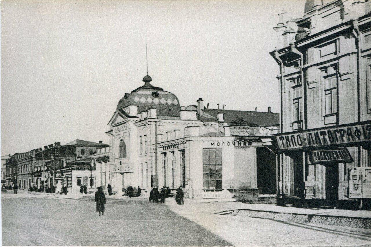 Большая улица и кинотеатр «Декаданс»