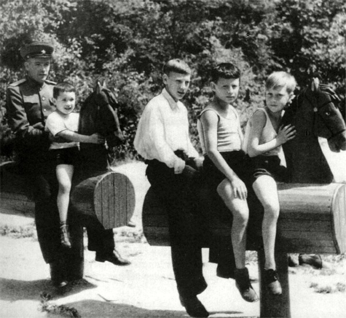 1948. Володя Высоцкий «на коне». г.Бад-Эльстер, Германия