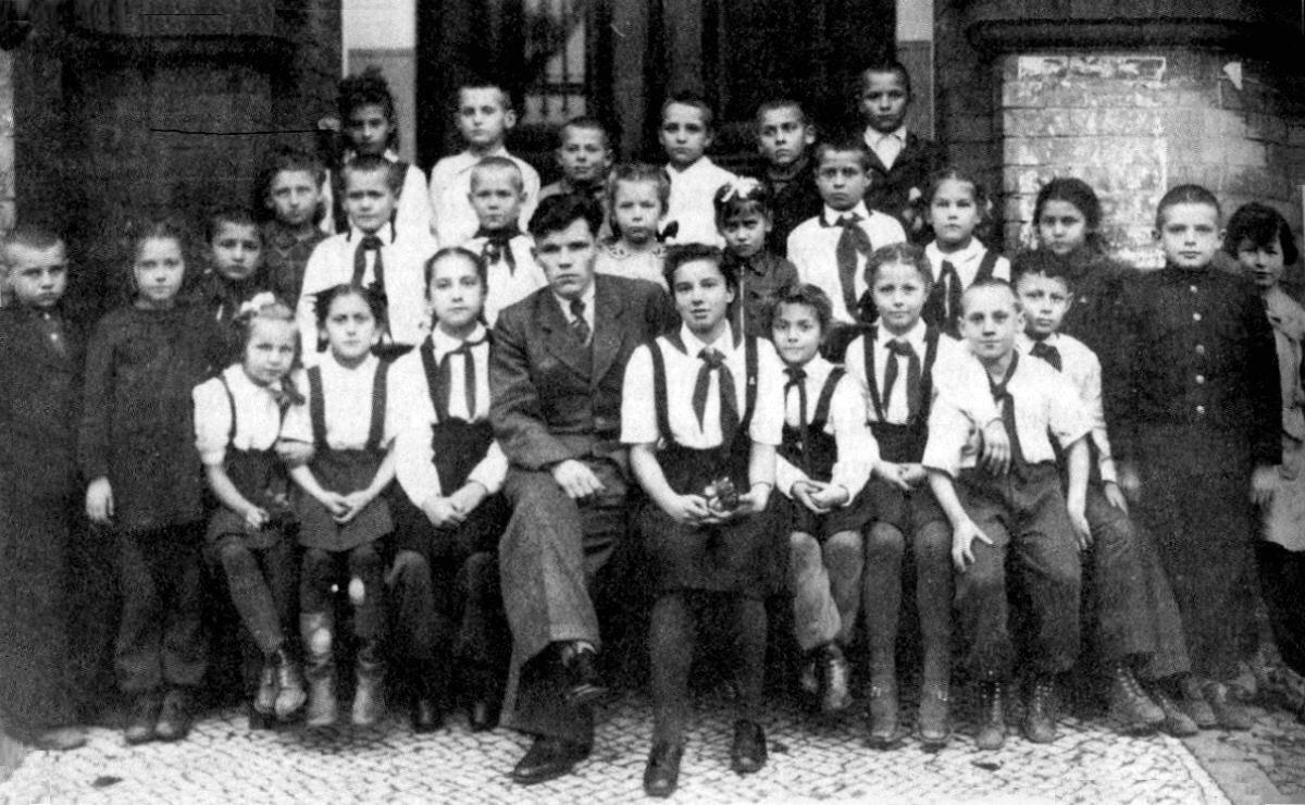 1948. Володя Высоцкий «пионер 2-го «б» класса» в санатории города Бад-Эльстер в Германии
