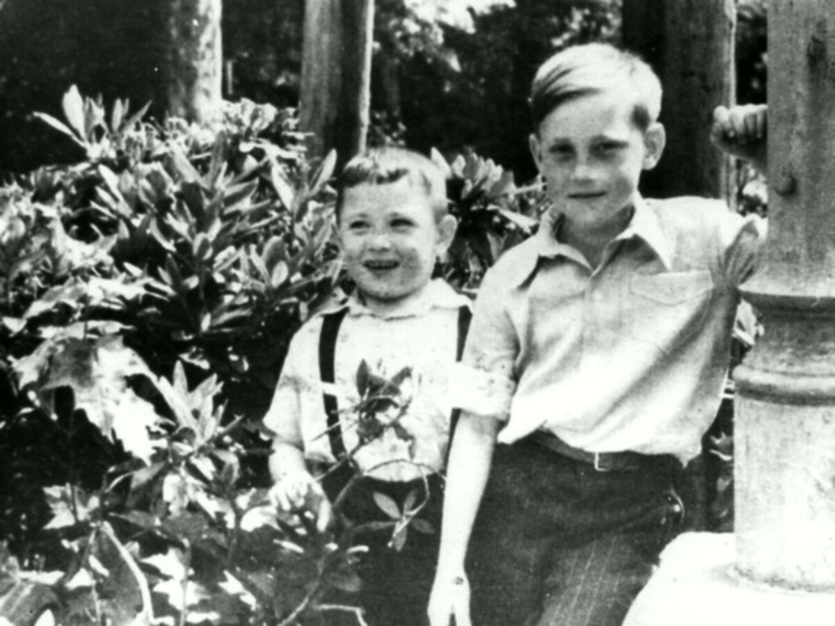 1948. Володя Высоцкий с Игорем Зерновым в детском санатории г.Бад-Эльстер, Германия. Май-июнь