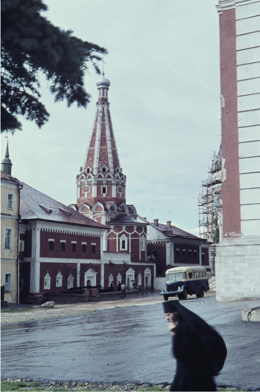 Православный монах в Троице-Сергиевой лавре