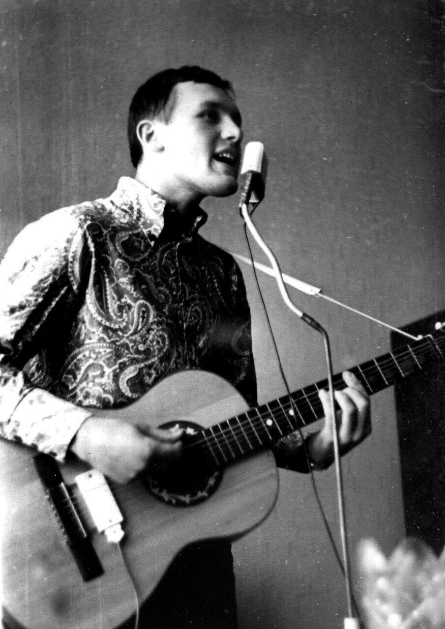 1967. Куликов Михаил  играл и пел