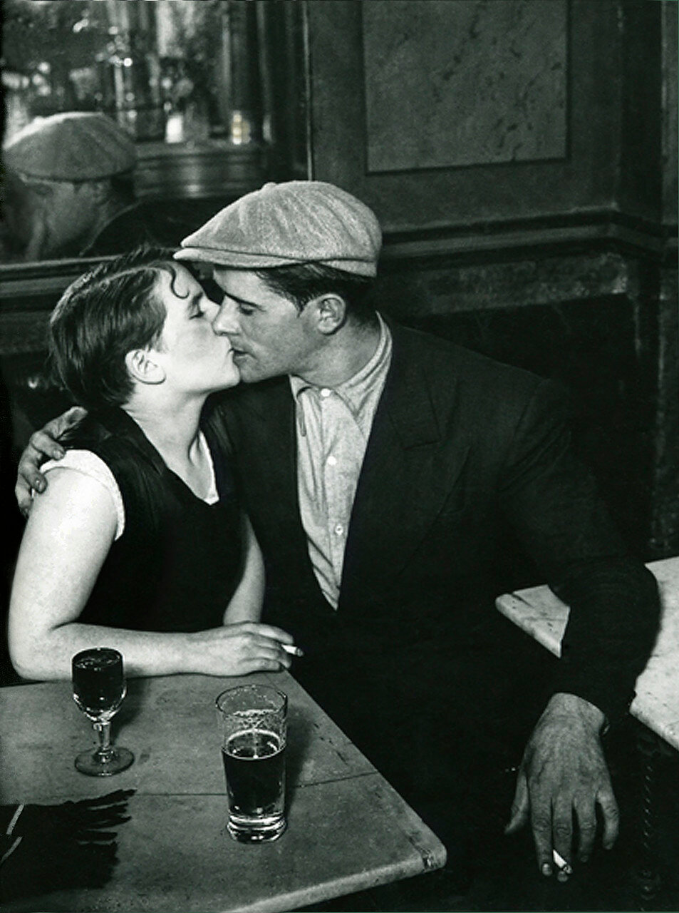 1931. Пара влюбленных в бистро на улице Сен-Дени