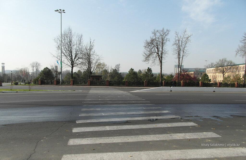 Вход в сквер Амира Темура, Ташкент