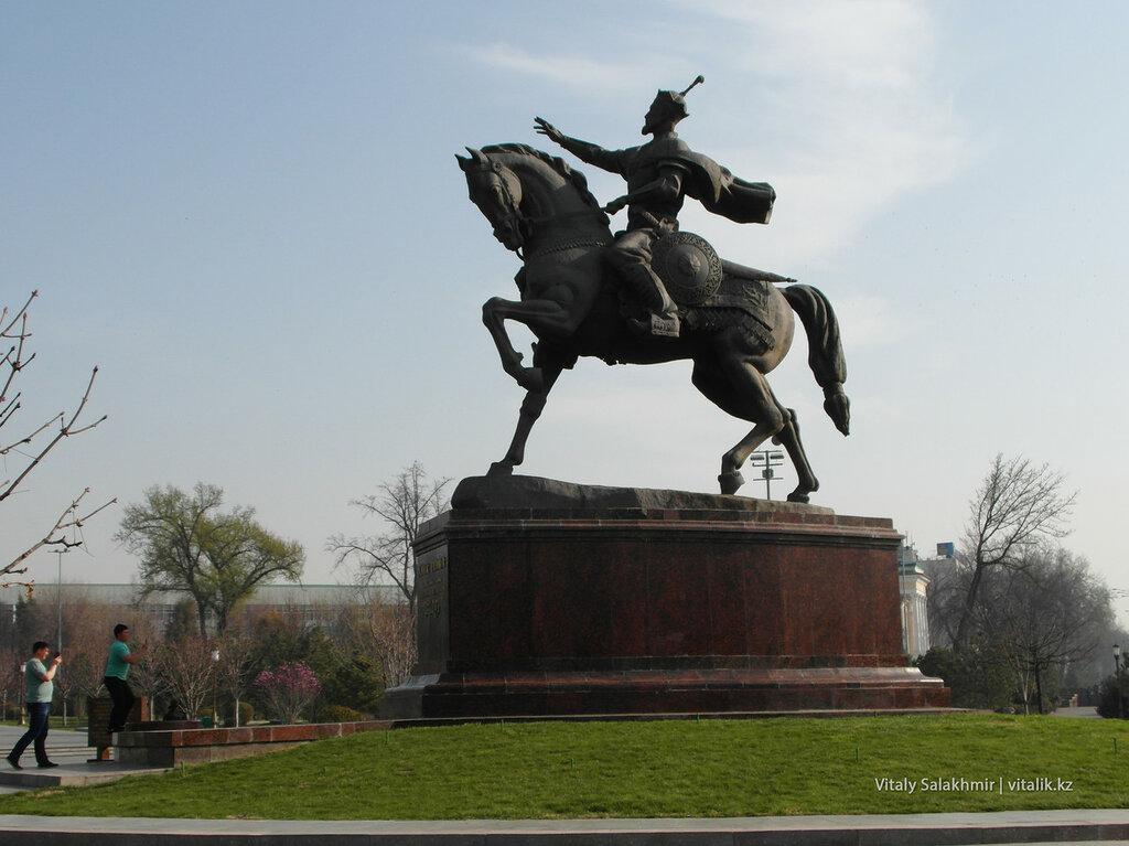 Фотография памятника Амиру Темуру