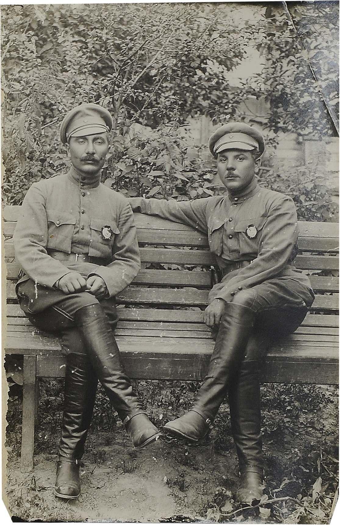 1920-е. Фото командующего и члена Реввоенсовета 1-й Конной армии С. М. Буденного и К. Е. Ворошилова. 1920-е. М. Буденного и К. Е. Ворошилова
