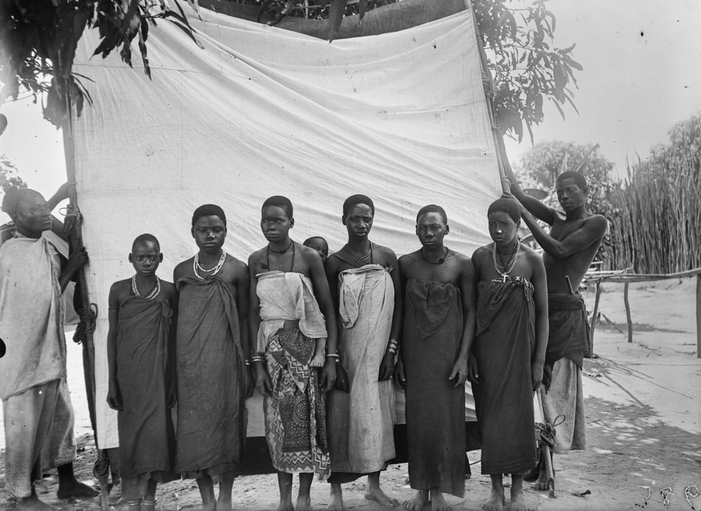 28. Антропометрическое изображение четырех женщин макуа с детьми