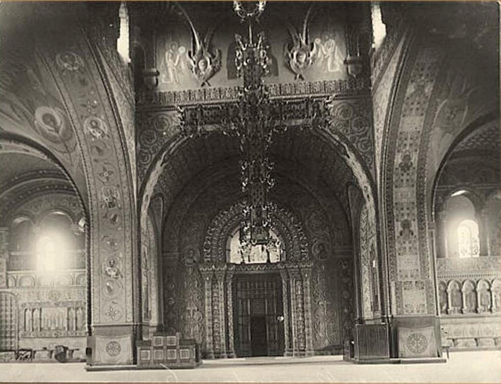 Внутреннее убранство Тихвинской церкви