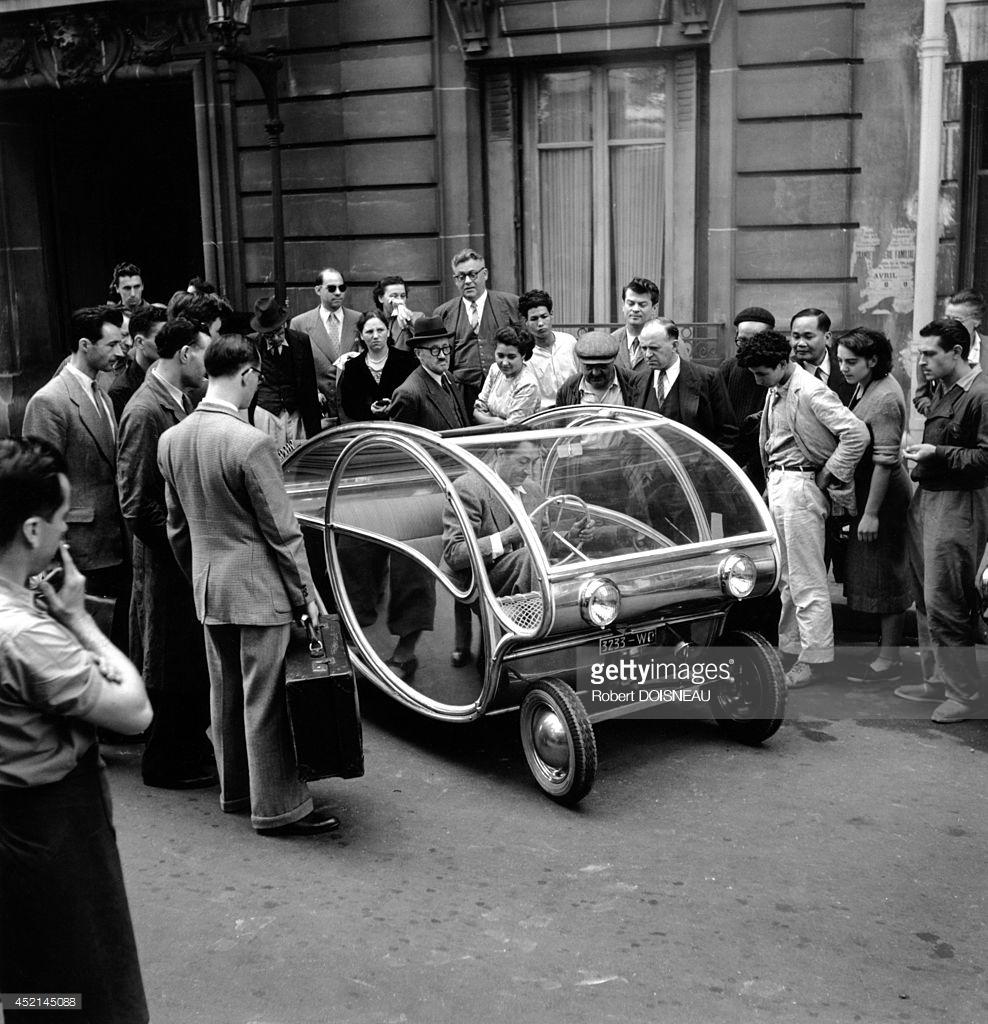 1951. Французский промышленный дизайнер Поль Арзенс и его прототип 3233-WO