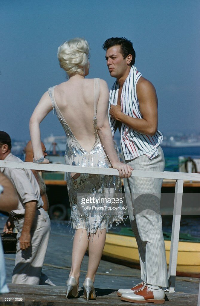 American actors Marilyn Monroe (1926-1962) and Tony Curtis (1925-2010) pictured together on location near San Diego, California during production of the film 'Some Like It Hot' in 1958.jpg