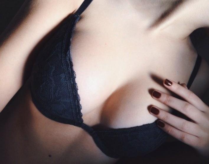 небольшая грудь без лица фото