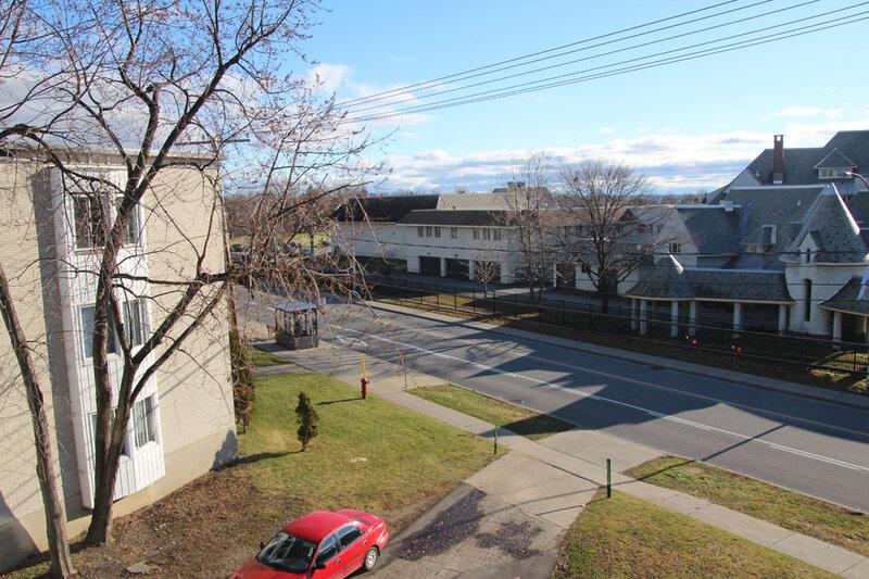 15 Декабря 2011 года. Вид из окна на колледж и проспект Бушар.