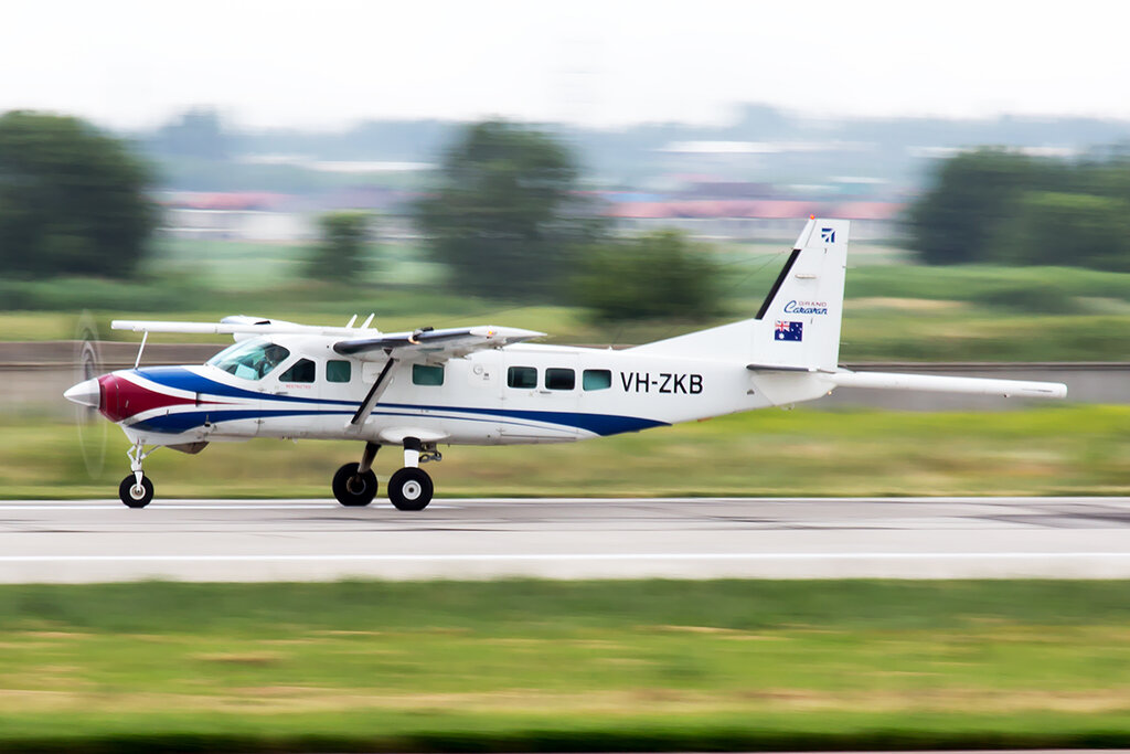 Cessna_208B_Grand_Caravan_VH-ZKB_Air_Control_2_ALA_for.jpg