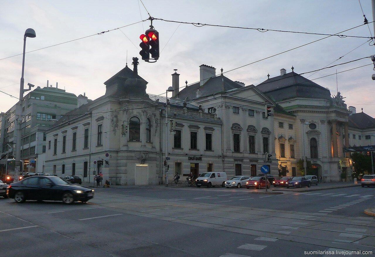 В центре Вены вечером.