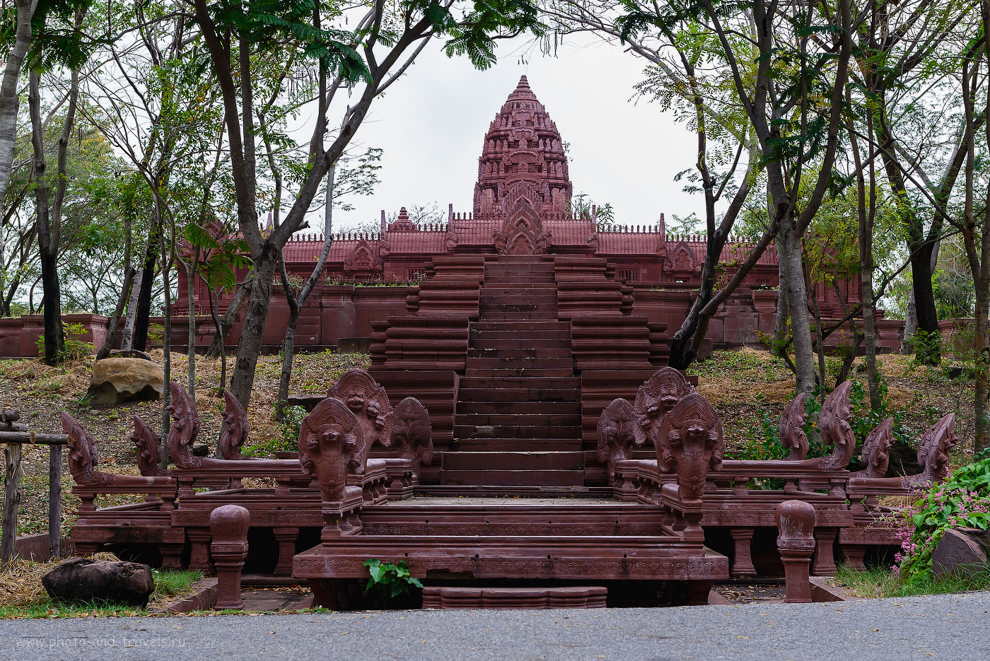 Фотография 5. The Phanom Rung Sanctuary, кхмерский храмовый комплекс в провинции Бурирам на востоке Таиланда. Макет в парке Муанг Боран в Бангкоке. 400, 58, 8.0, 1/125
