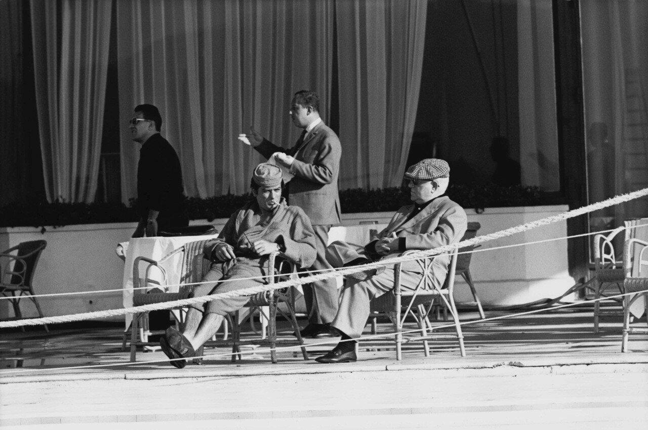 1963. С Жаном Габеном на съемках фильма «Мелодия из подвала»