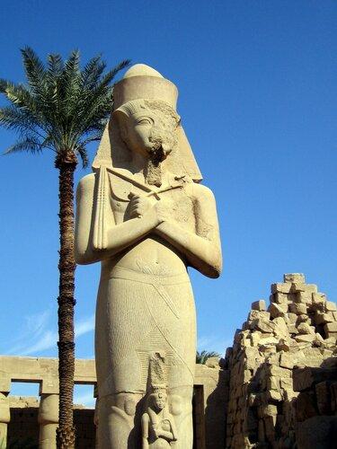 Статуя (большой и маленький)
