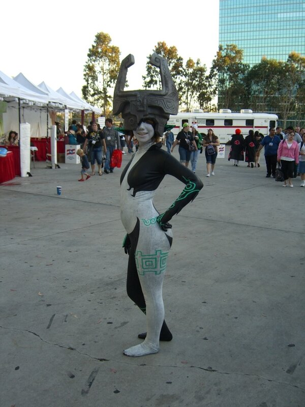 AX2007_female_cosplayer_strange.JPG