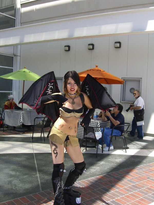 AX2007_vampire_female_cosplayer.JPG