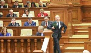 Депутаты обрушились с критикой на своих коллег из ЛДПМ