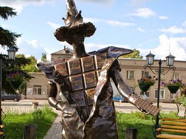 Всемирный день шоколада 11 июля. Памятник шоколадной фее