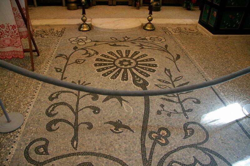 Абрамцево, церковь Спаса Нерукотворного, Орнамент на полу