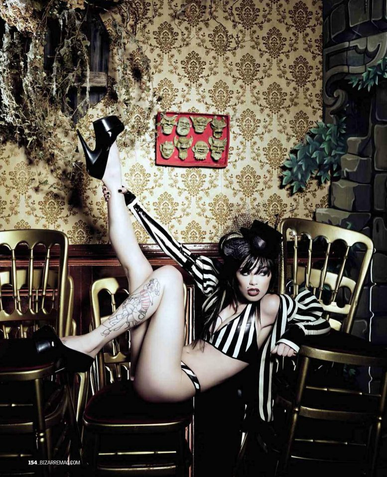 Vikki Blows / Викки Блоус в журнале Bizarre Girls 2012, фотограф Steve Neaves