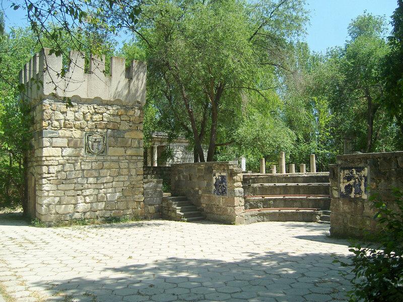 античный городок в Комсомольском парке