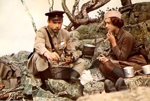 """А.Мартынов и И.Долганова(кадр из к/ф """"А зори здесь тихие...)"""