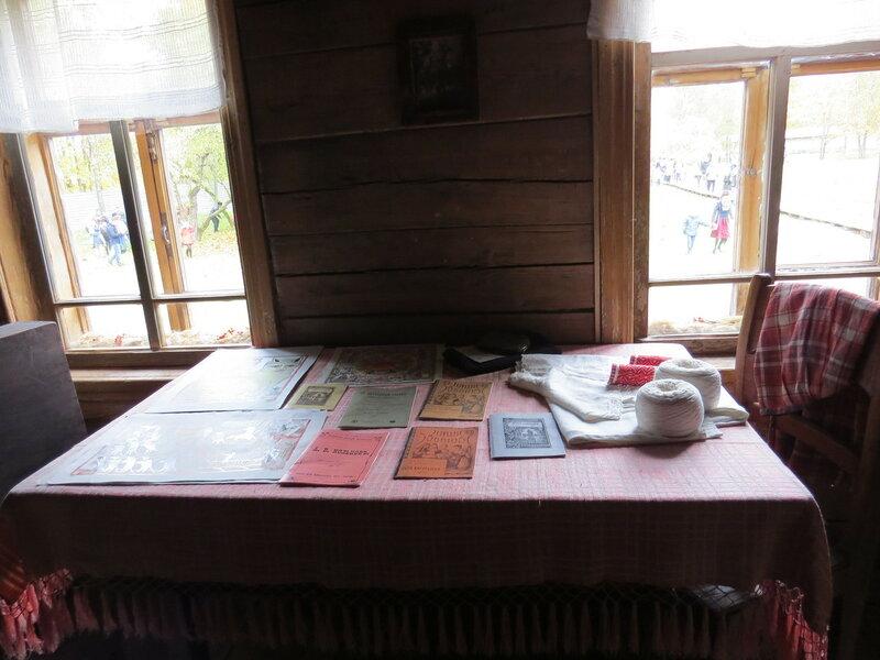 Стол у окна. Витославлицы в Великом Новгороде