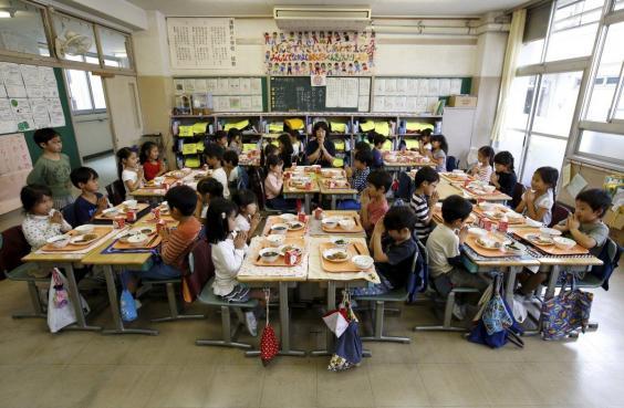 Рис и рыба как часть образования: как японских детей учат правильно питаться (10 фото)