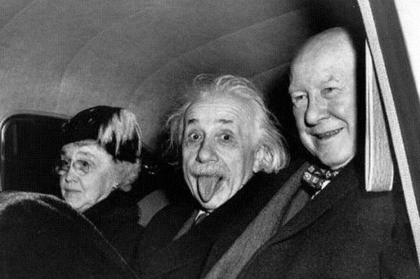 Загадочное фото чудаковатого Эйнштейна (1 фото)