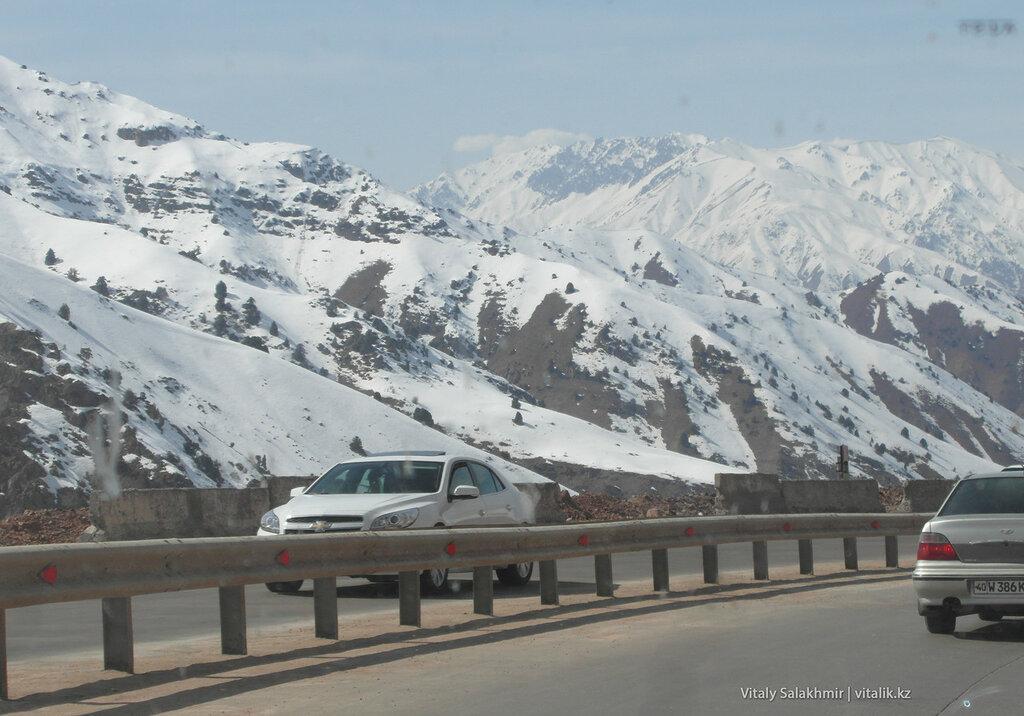 Снег и дорога, Камчик, Узбекистан