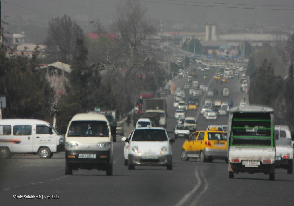 Машины в окрестностях Андижана