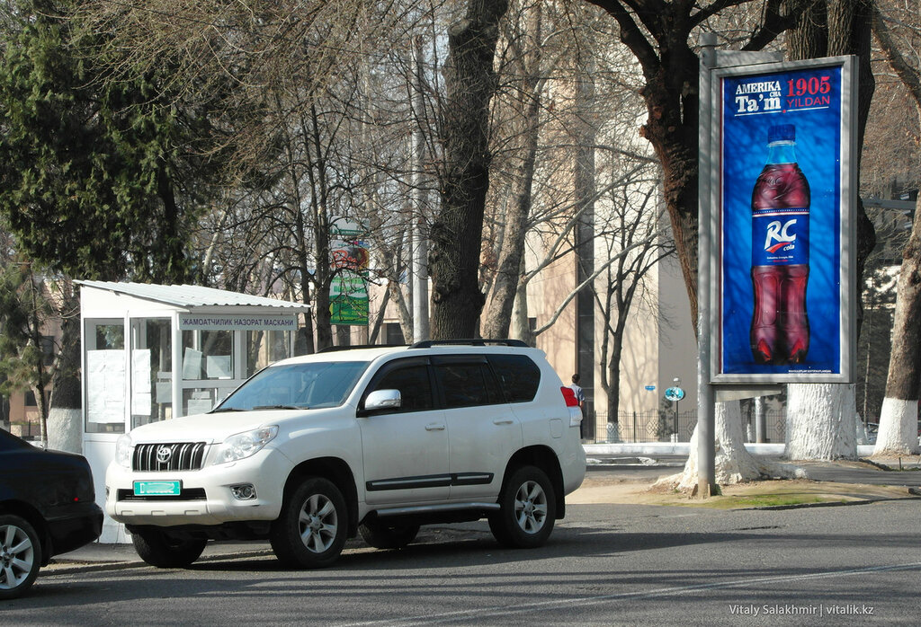 Тонированая машина в Ташкенте, Узбекистан