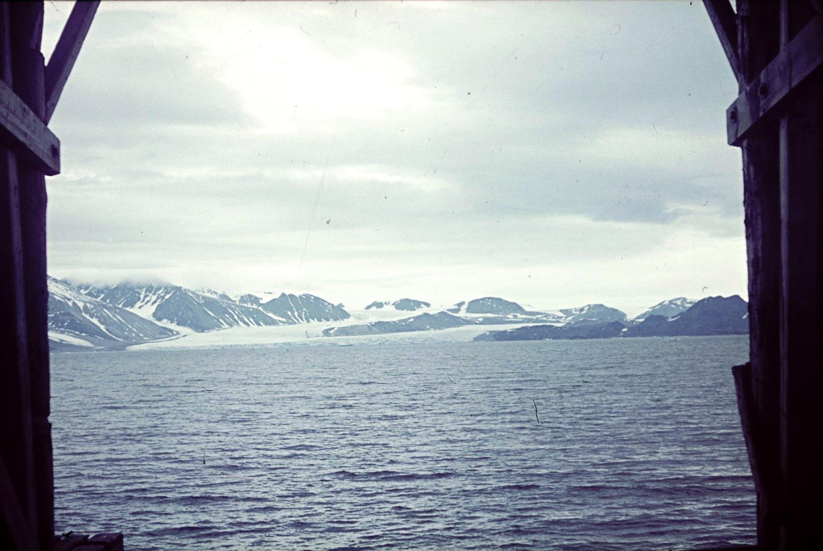 Шпицберген. Вид на побережье