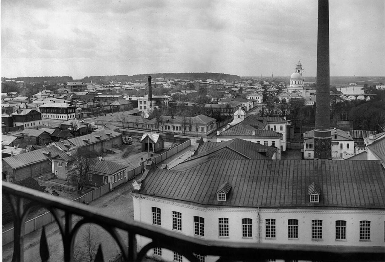 Вид города с колокольни церкви Тихвинской иконы Божьей матери