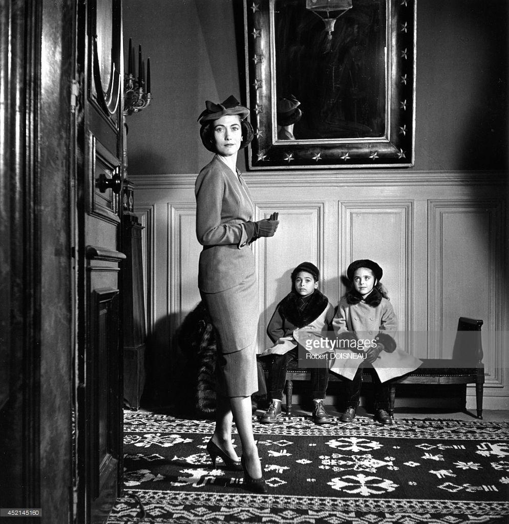 1951. Элен Рохас и ее дети
