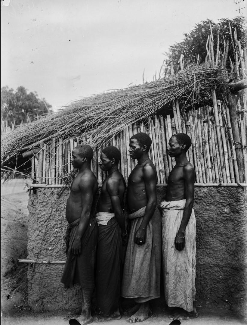 44. Антропометрическое изображение четырех мужчин макуа