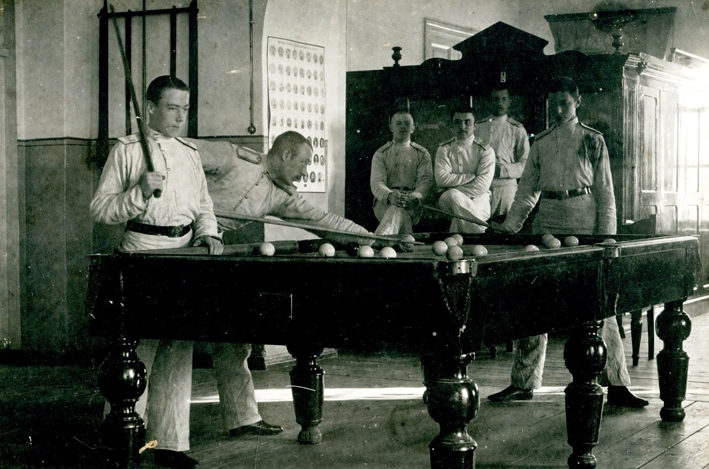 1913. Бильярд в кадетском корпусе
