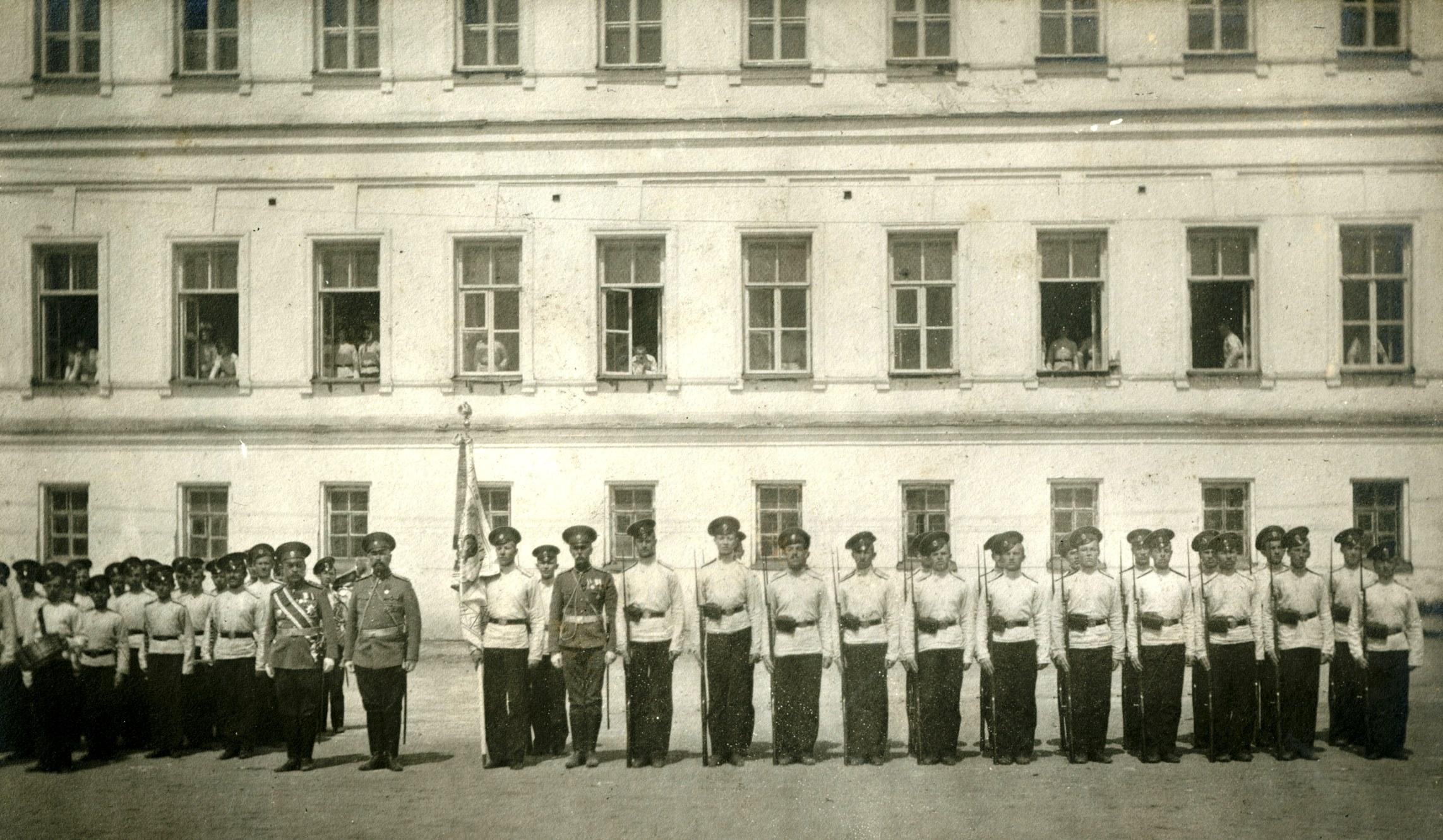 Юбилейное знамя в строю 1 роты корпуса