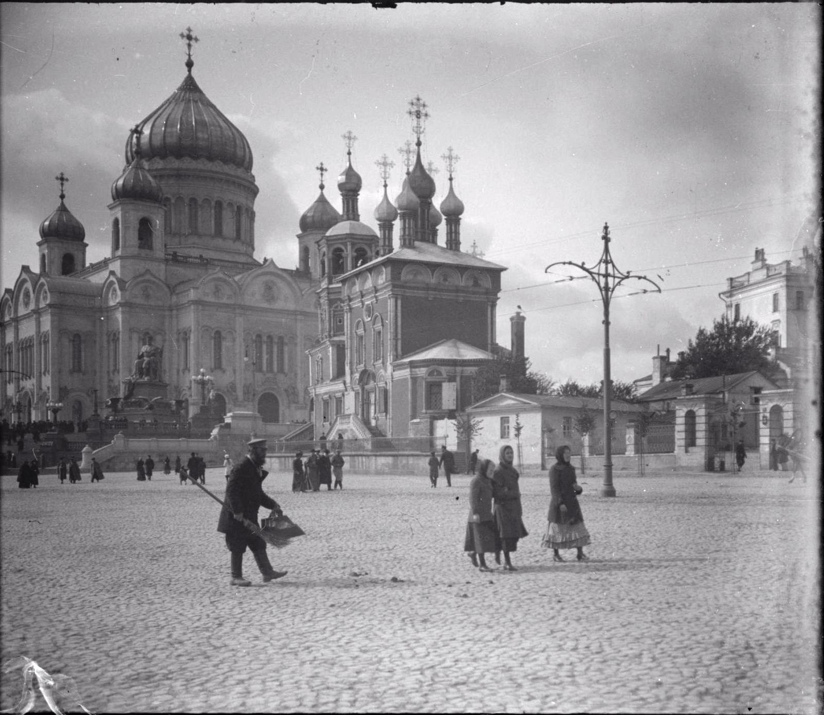Храм Христа Спасителя и церковь Похвалы Пресвятой Богородицы. 1912